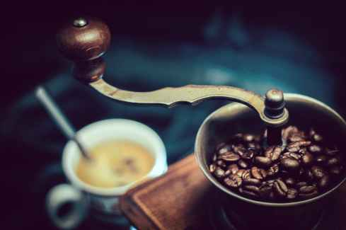 selective focus photography of vintage brown and gray coffee grinder